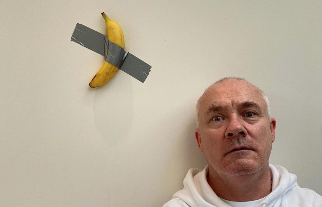 """""""Voglio la banana di Cattelan"""". La trovata ferragostana di Damien Hirst"""