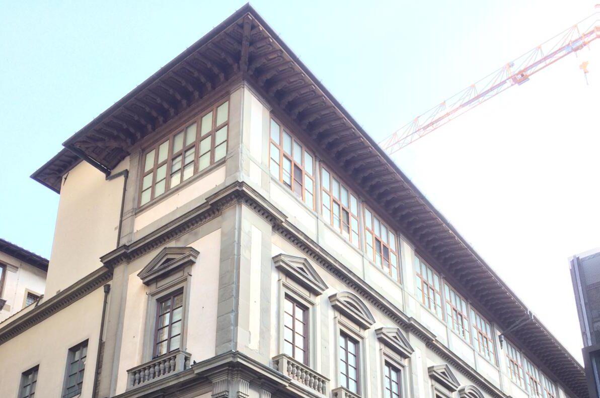 """Uffizi: restauro """"lampo"""" per la gronda del tetto vasariano"""