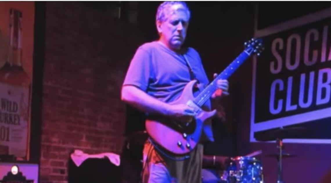 È morto Jack Sherman. Addio al chitarrista dei Red Hot Chili Peppers