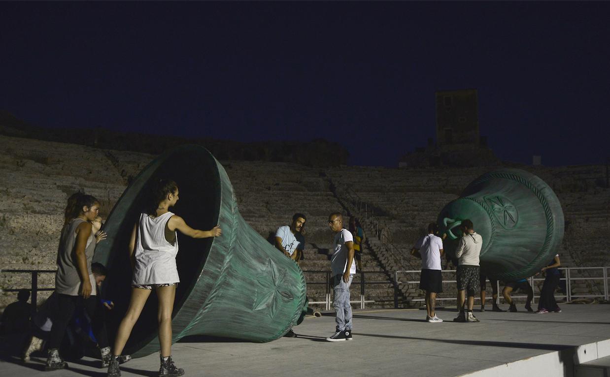 Il dramma dell'arte. Performance di Mircea Cantor al Teatro Greco di Siracusa