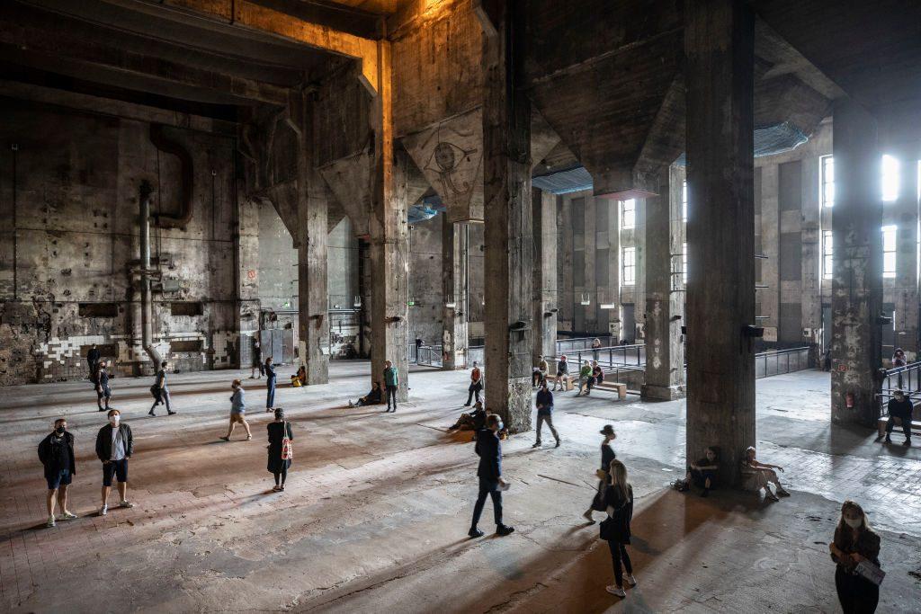 Arte contemporanea e scena underground: la grande mostra del Berghain di Berlino
