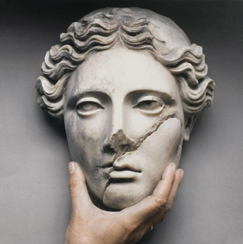 Mimmo Jodice, Ercolano, 1999, stampa giclée, 74x74x2 cm, Collezione De Iorio (Trento)