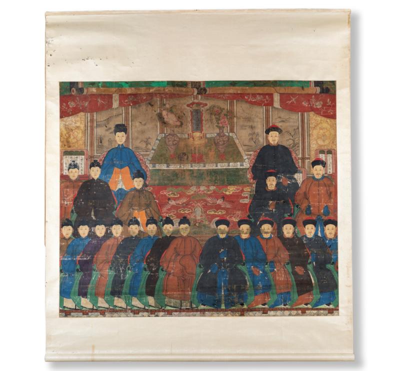 Lotto 310 - Scroll, Cina, dinastia Qing, china e acquerelli su carta, cm 190x170 (cm 130x154) raffigurante una famiglia di dignitari. Stima 800-1.200 euro