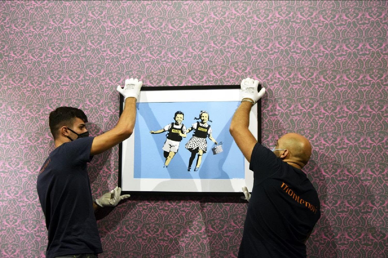 Banksy a Roma. Prime immagini della mostra al Chiostro del Bramante