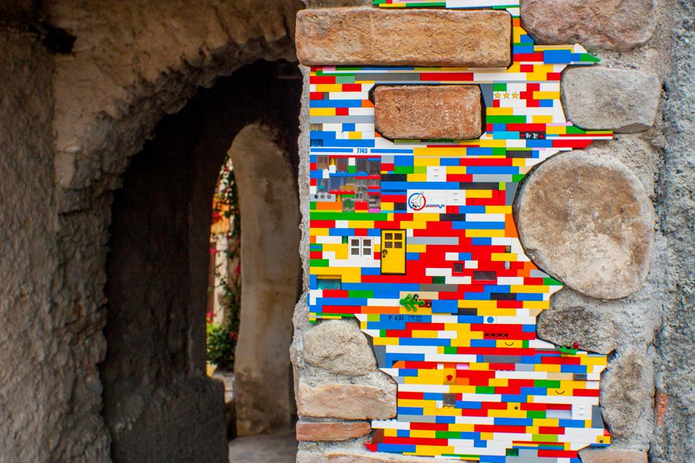 Jan Vormann, l'artista che ripara il mondo con i Lego
