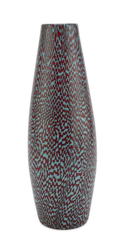 a sagoma conica della serie di vetri a dama, con murrine colore turchese e rosso. Firma all'acido sotto la base. Misure cm. 27,7 x 10. Stima 6.000-7.000 euro