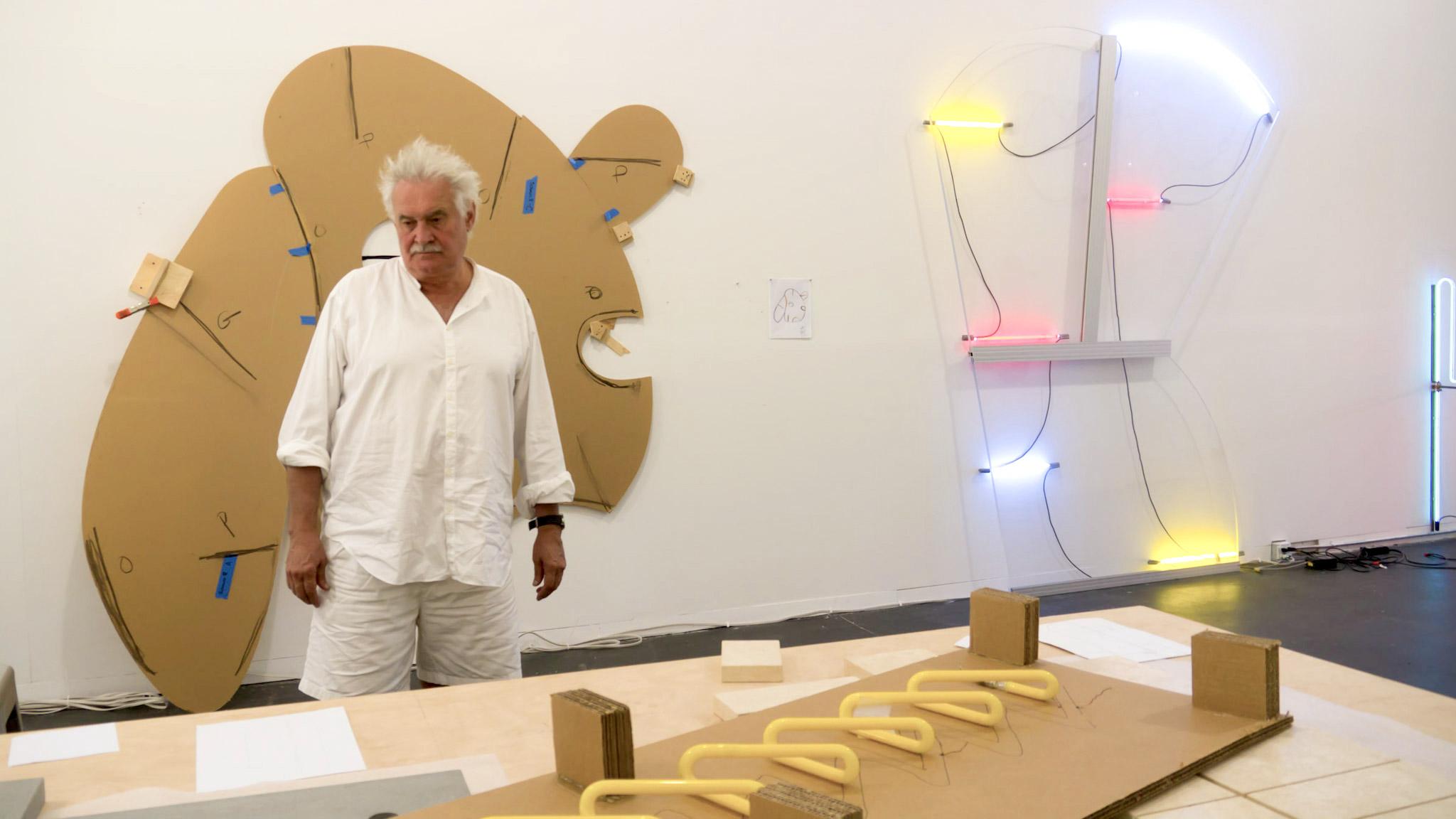 Dal neon alla carta. Pop e ricordi d'infanzia, i disegni di Keith Sonnier a Milano