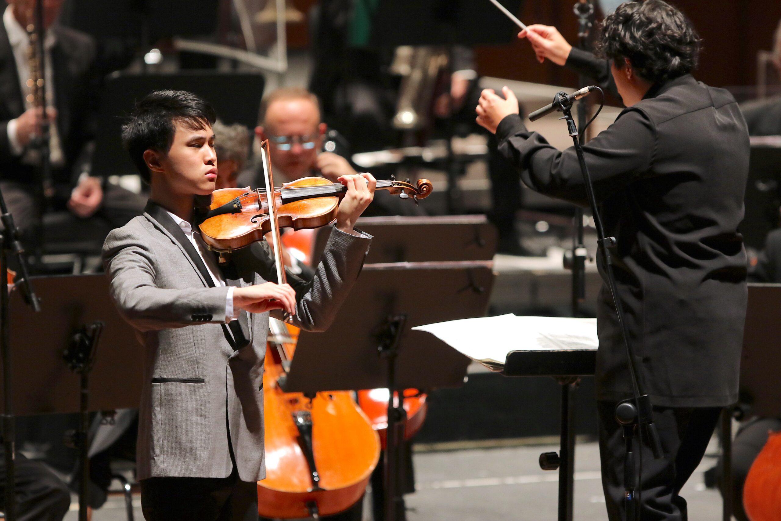 Elgar e Schumann al massimo dietro la bacchetta di Battistoni