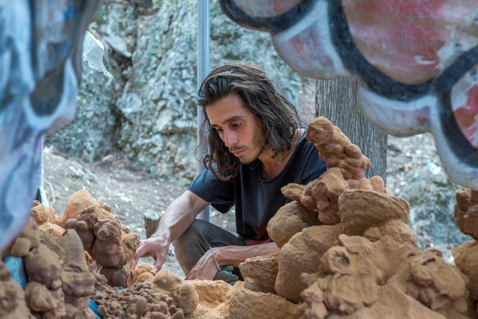 La fine del mondo secondo Adrián Villar Rojas, finalista all'Hugo Boss Prize 2020