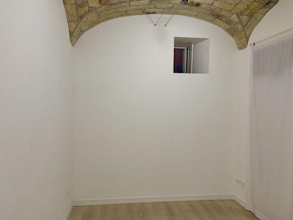 Gli interni di Chiaroscuro Arte Contemporanea, che ospita il progetto Recommended