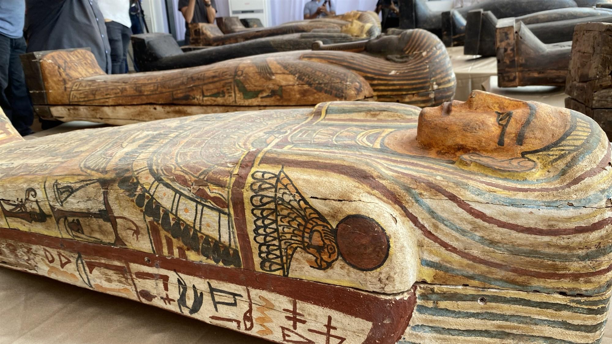 Meraviglie egiziane. Ritrovati a Saqqara 59 sarcofagi policromi IMMAGINI E VIDEO