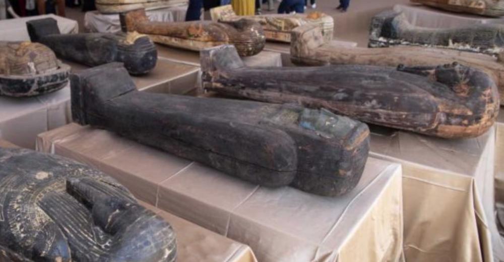 I sarcofagi policromi ritrovati a Saqqara (foto wsbuzz.com)