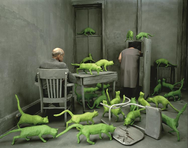 SANDY SKOGLUND Weymouth, Massachuset t s, 1946. Vive a New York Radioactive Cats , 1980 fotografia a colori Archiva l , 64,7 x 83,8 cm Collezione Molgora , Brescia Radioactive Cats © 1980 Sandy Skoglund