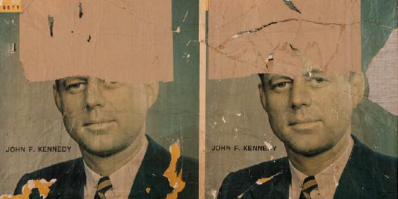 MIMMO ROTELLA Catanzaro 1918 - Milano 2006 L'ultimo Kennedy , 1963 décollage su tela, 99 x 130 cm Collezione privata © Mimmo Rotella , by SIAE 2020 . Ph oto Mauro Ranzani