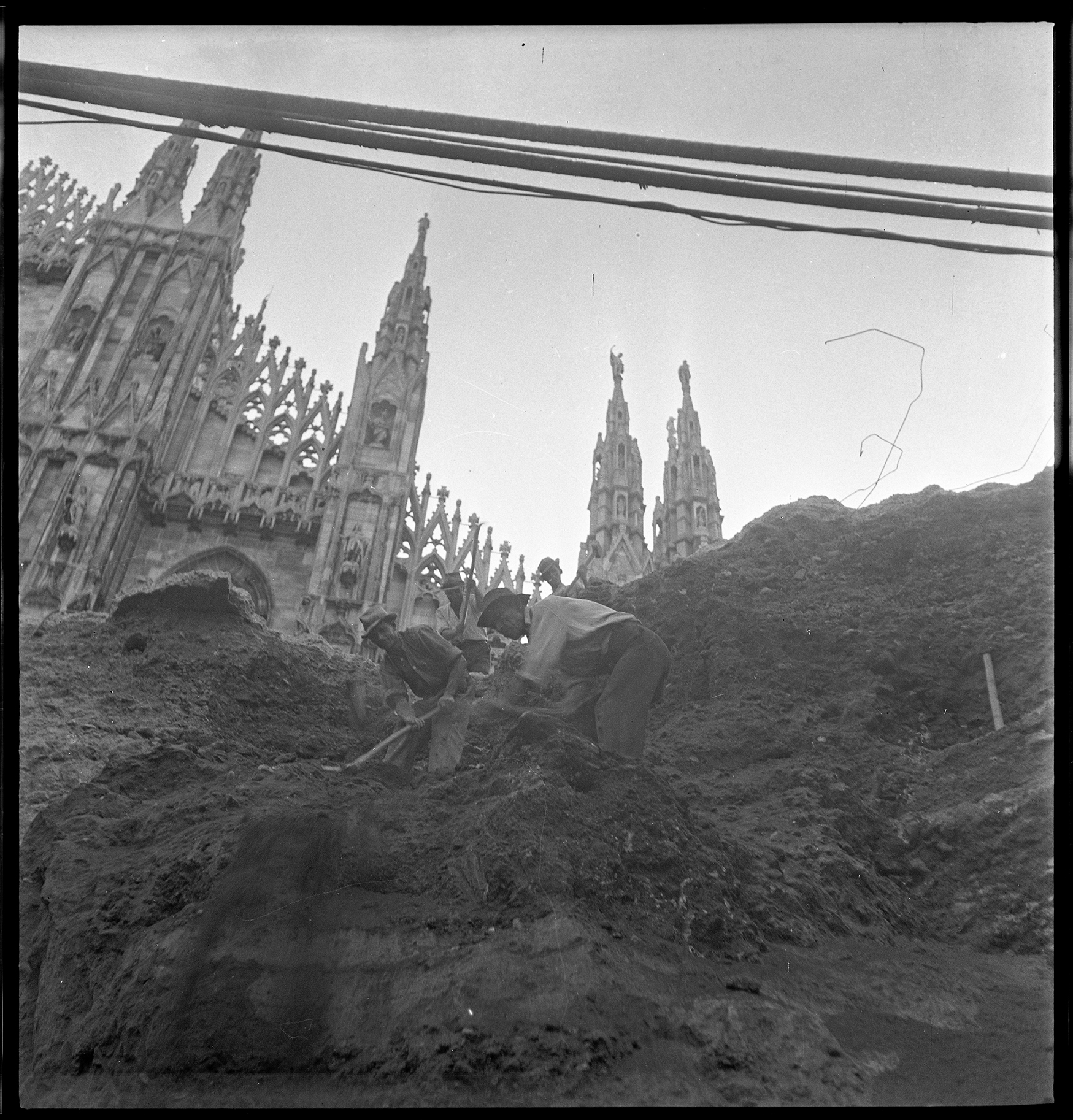 La Milano ferita dalle bombe in mostra alle Gallerie d'Italia