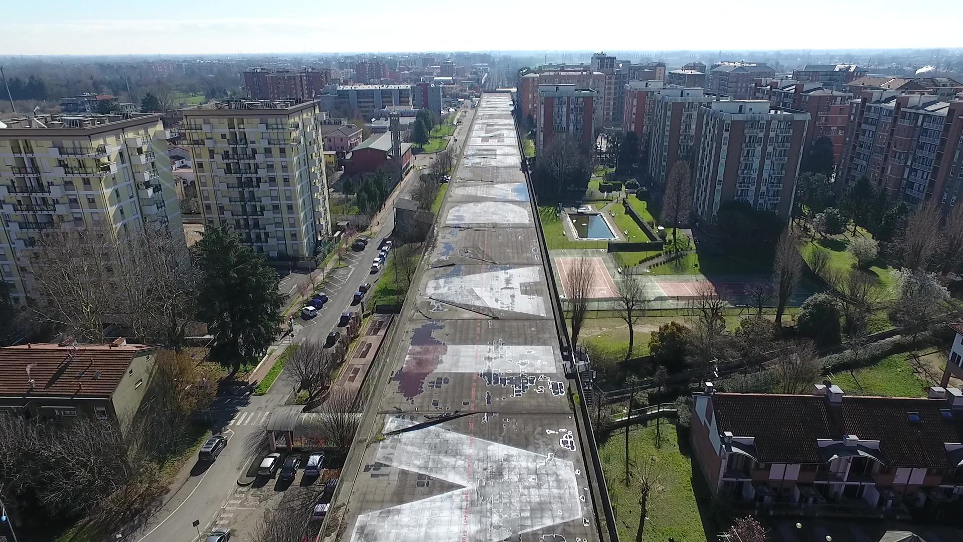 Viavai, la poesia di strada più lunga del mondo su una barriera insonorizzante a San Donato Milanese