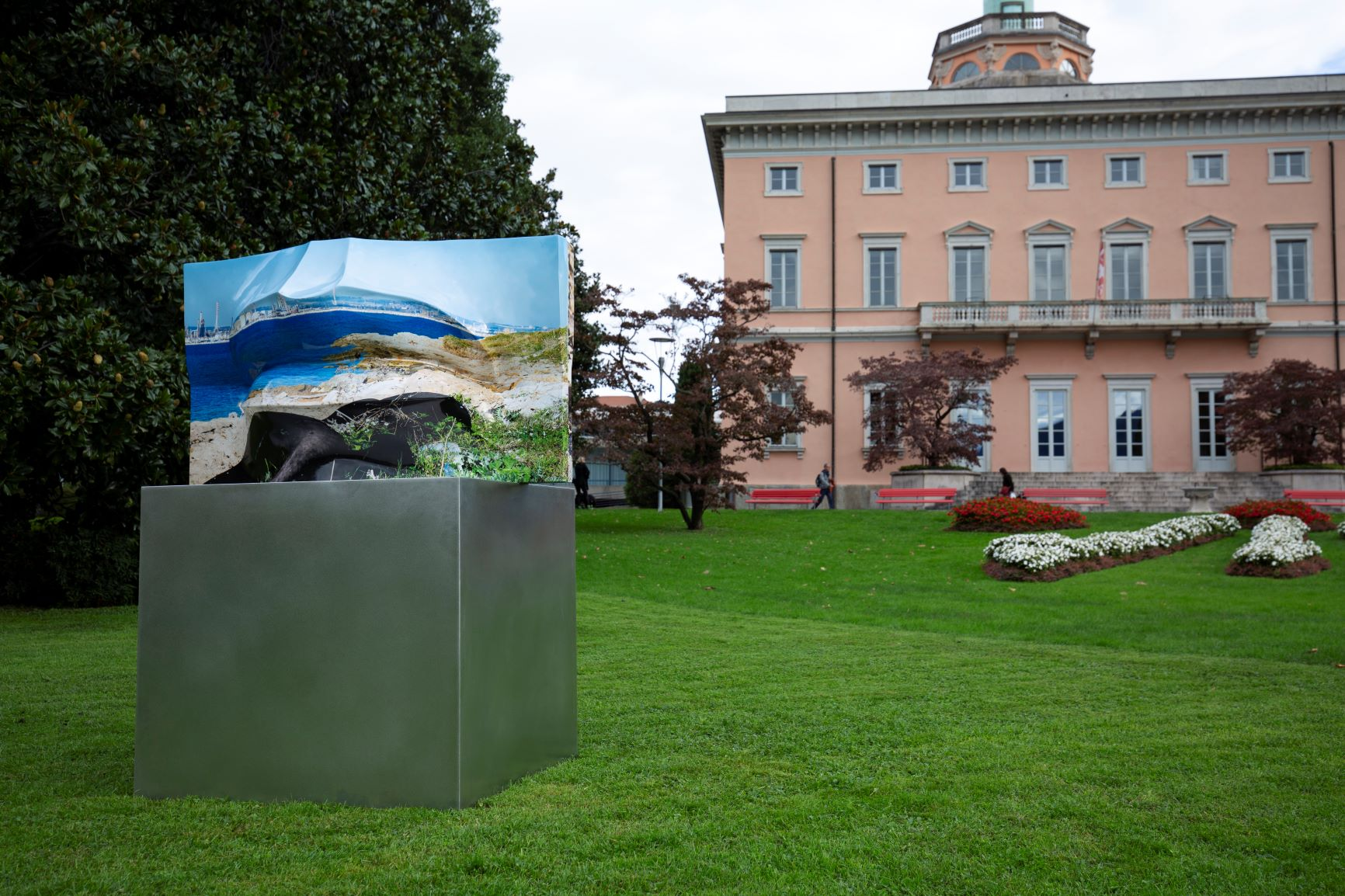 """Tra fotografia e scultura. Le installazioni """"sostenibili"""" di Jack Braglia dal Parco Ciani al Ceresio"""