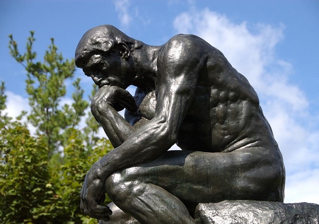 Fermo immobile, giorno e notte, dal 1880. A cosa pensa il pensatore di Rodin?