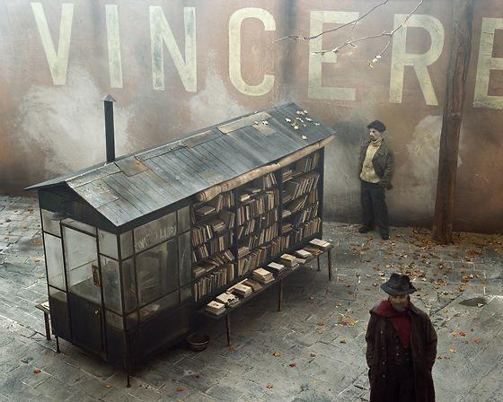 Bizzarro, pittoresco e poetico. Il Carousel di Paolo Ventura in mostra a Torino