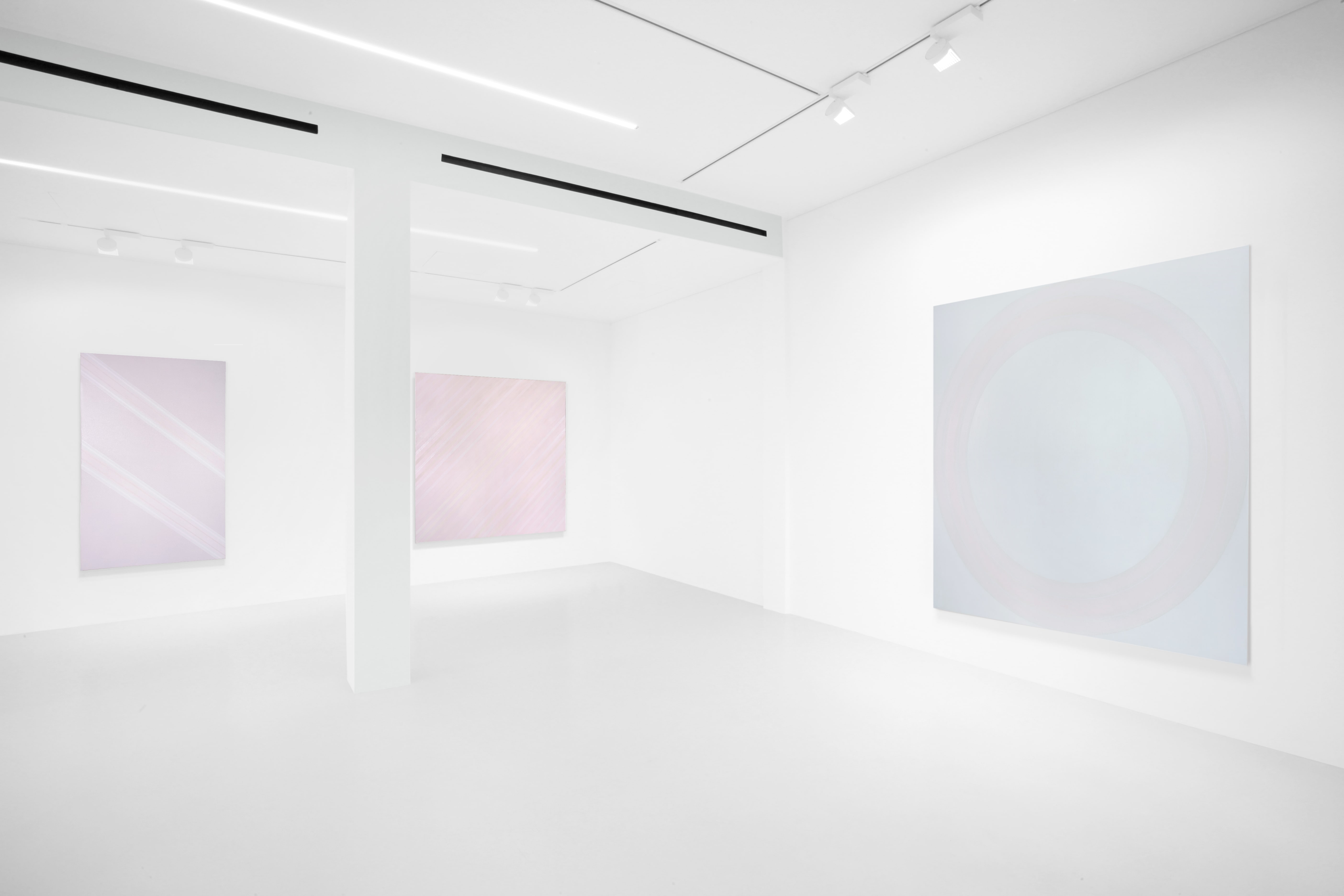 L'irriducibile qualità del colore. Vincenzo Satta porta la luce in mostra a Milano