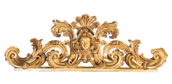 Lotto 63 - Grande fregio in legno intagliato e dorato, Roma XVIII secolo. Stima 2.300-2.800 euro