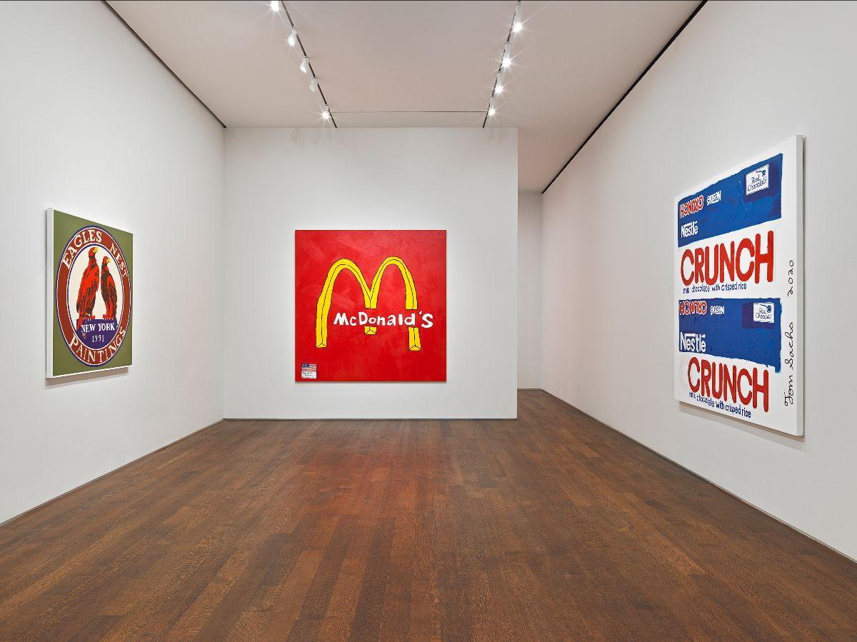 Viaggio tra le icone della società dei consumi. Le ultime opere di Tom Sachs in mostra a New York