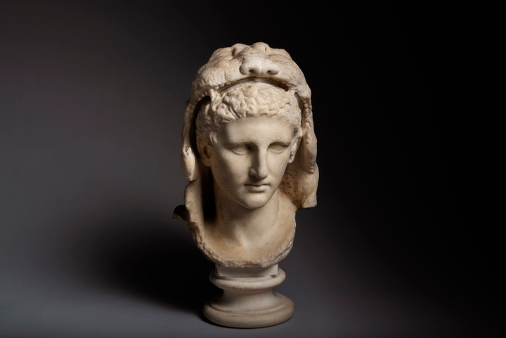 TEFAF online Busto del giovane Ercole, periodo tardo-ellenistico, I secolo a.C. Courtesy ArtAncient