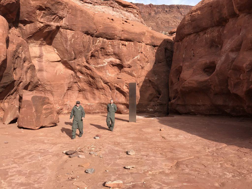 Misterioso monolite compare nel deserto dello Utah: è un'opera d'arte?