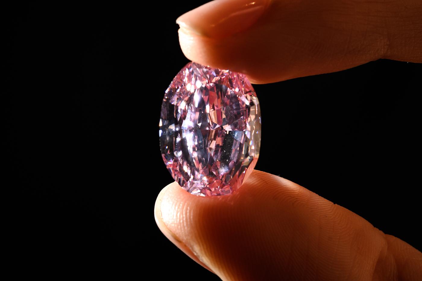 Dalla Russia con amore. Record d'asta per un diamante rosa russo a 26 milioni