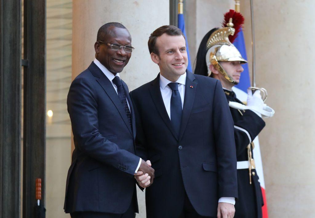 La Francia restituisce 27 opere bottino di guerre coloniali: è il primo rimpatrio permanente
