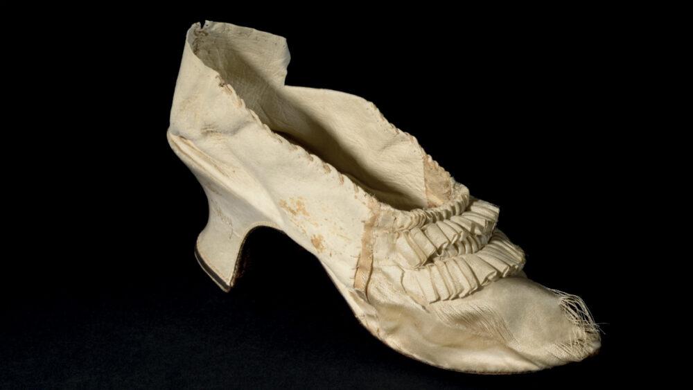 La calzatura appartenuta a Maria Antonietta venduta a Versailles