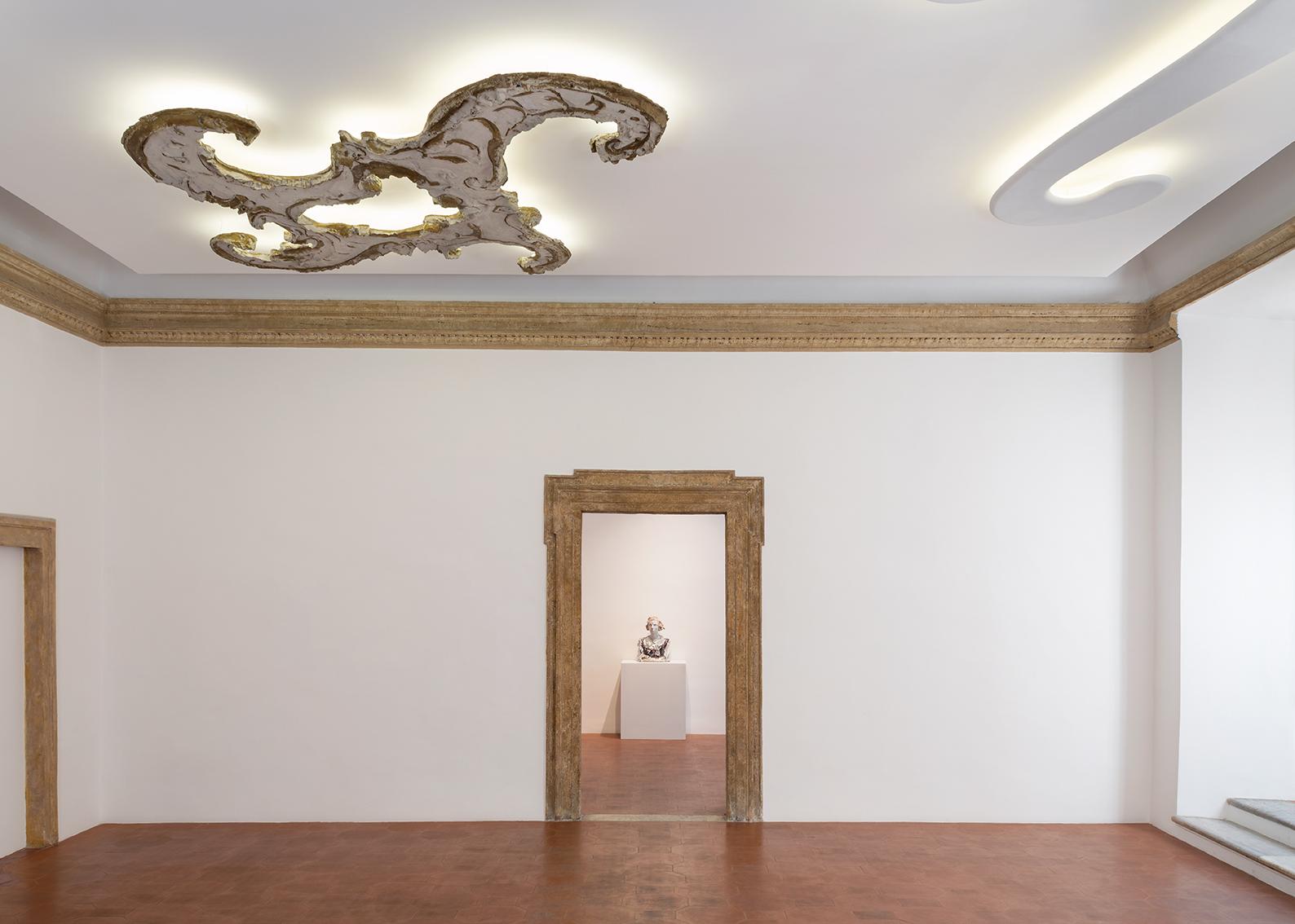 Tra barocchi e design, le creazioni di Lucio Fontana e Osvaldo Borsani in dialogo a Roma