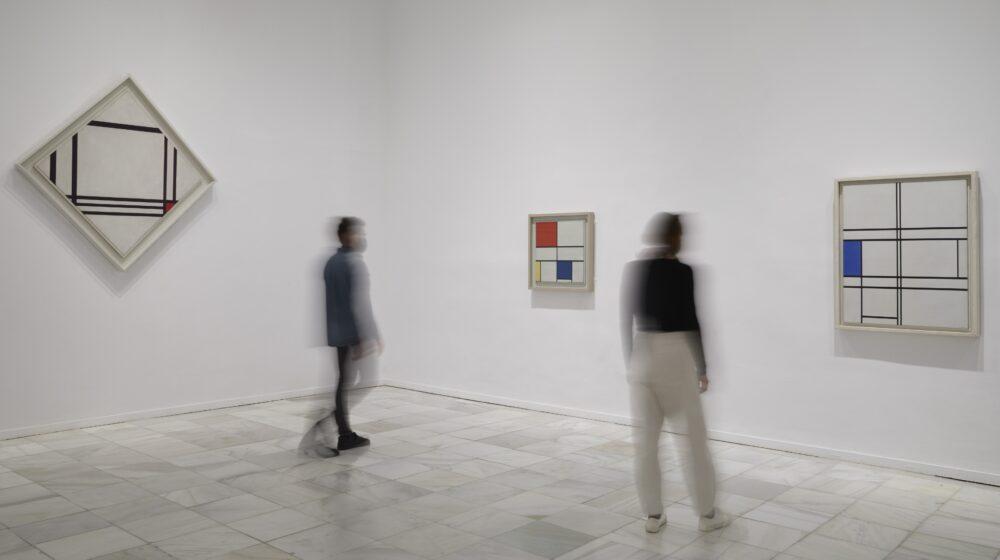 Mondrian y de Stijl, Exposition view at Museo Nacional de Arte Reina Sofia. Photo Joaquin Cortés e Romàn Lores