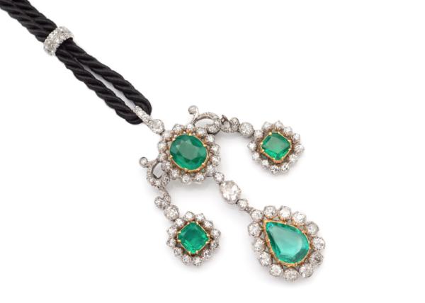 Lotto 63 - Spilla pendente con smeraldi naturali Columbia e diamanti. Stima 10.000-13.000 euro