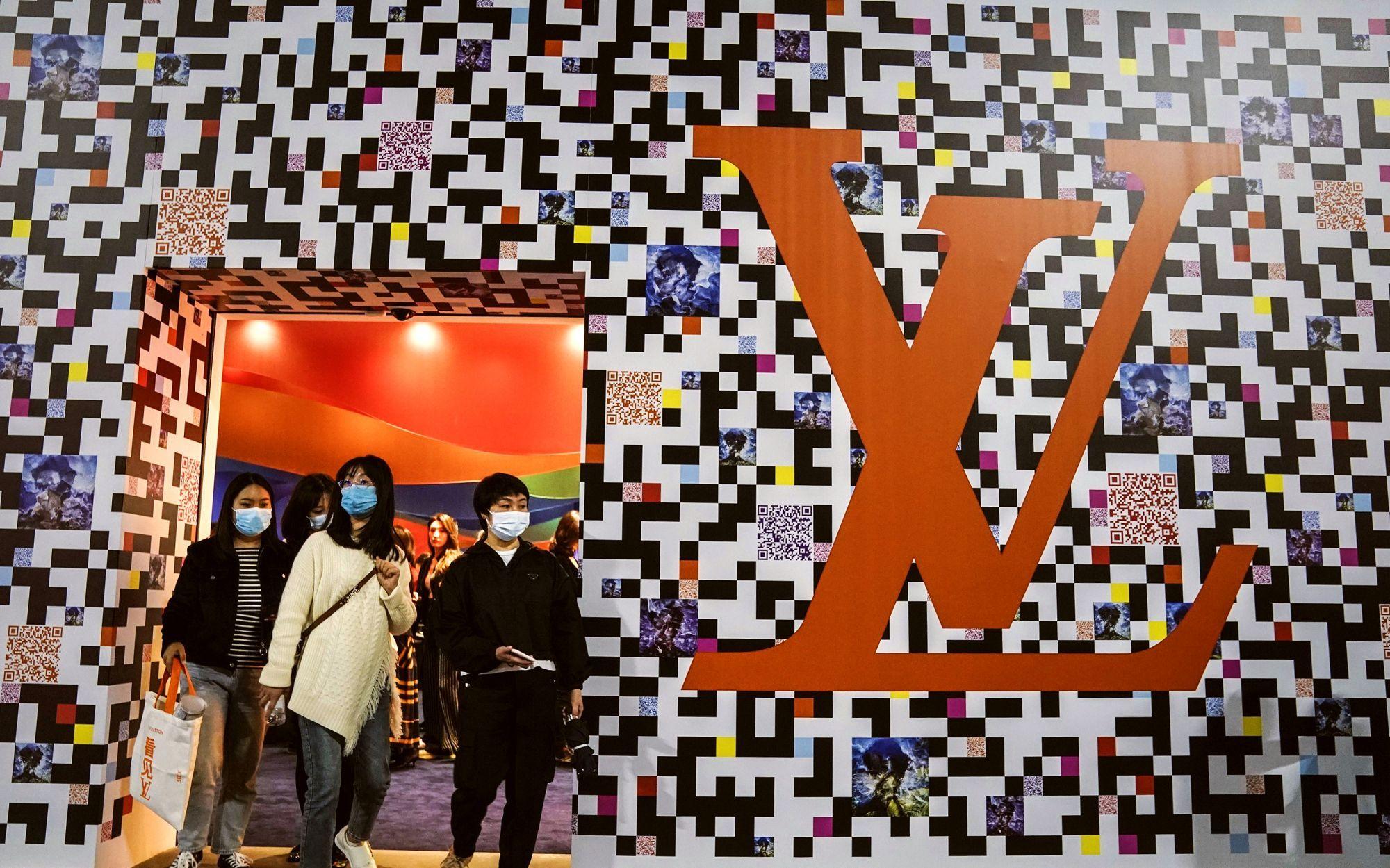 Louis Vuitton riparte da Wuhan. Una mostra prêt-à-porter nella città simbolo tragico del Covid