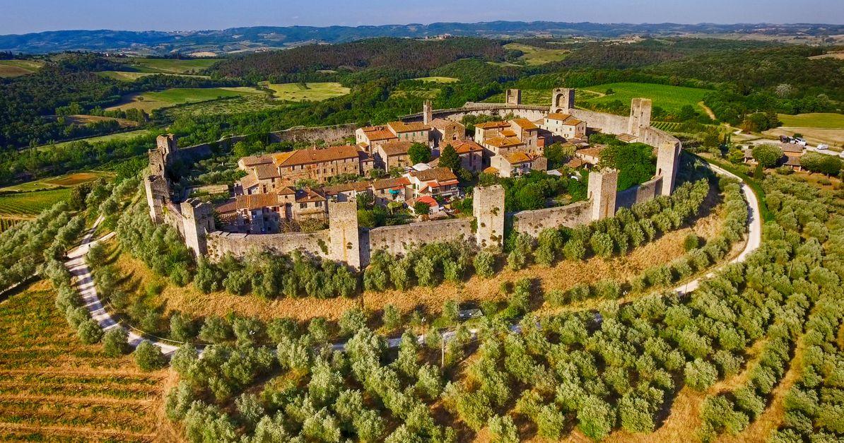 Le vie e le piazze dei centri storici delle città italiane sono tutte tutelate dalla legge, lo ribadisce la Cassazione