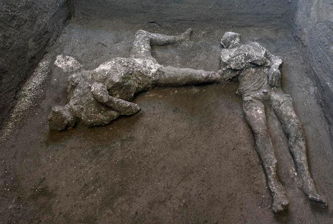 Scoperta eccezionale a Pompei: rinvenuti due calchi di un patrizio e del suo schiavo