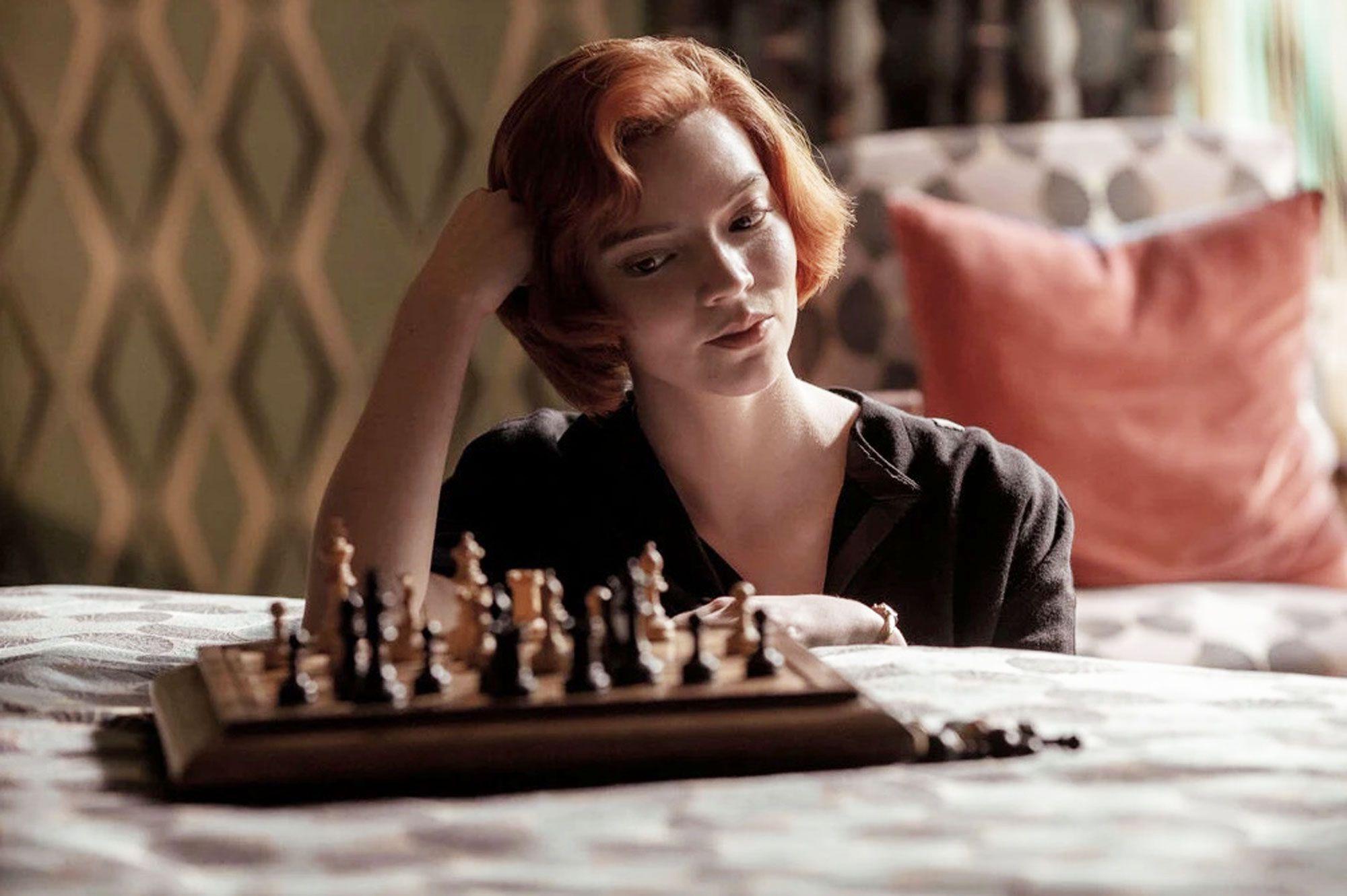 La regina degli scacchi: avete notato il richiamo alla storia dell'arte?