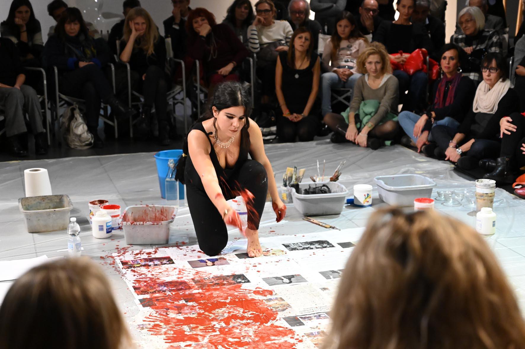 Il tempo delle farfalle: Zehra Doğan celebra il 25 novembre al PAC di Milano