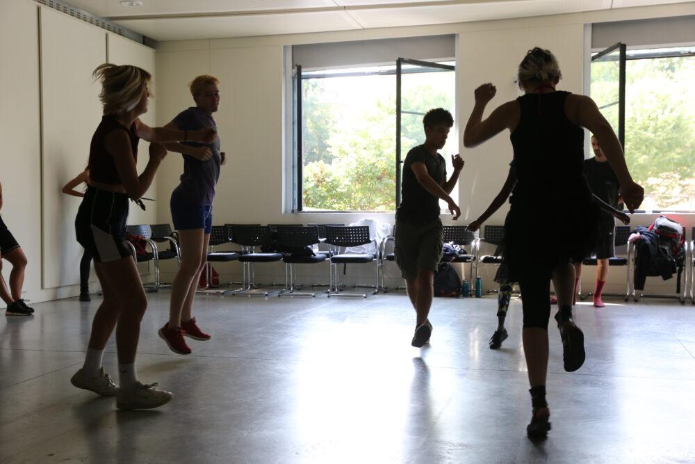 Partecipanti al workshop Casting La discoteca - Courtesy l'artista, ph Sara Scanderebech