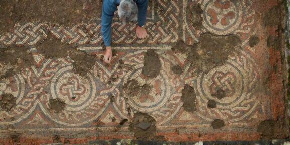 Il mosaico romano scoperto nel Gloucestershire