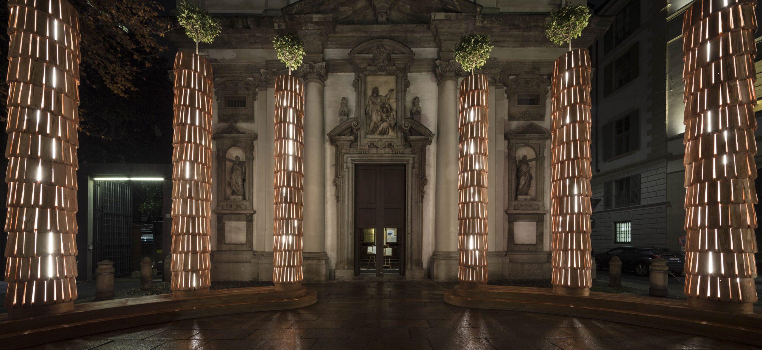 Abbraccio all'Umanità. L'installazione luminosa di Michele De Lucchi per riscaldare Milano