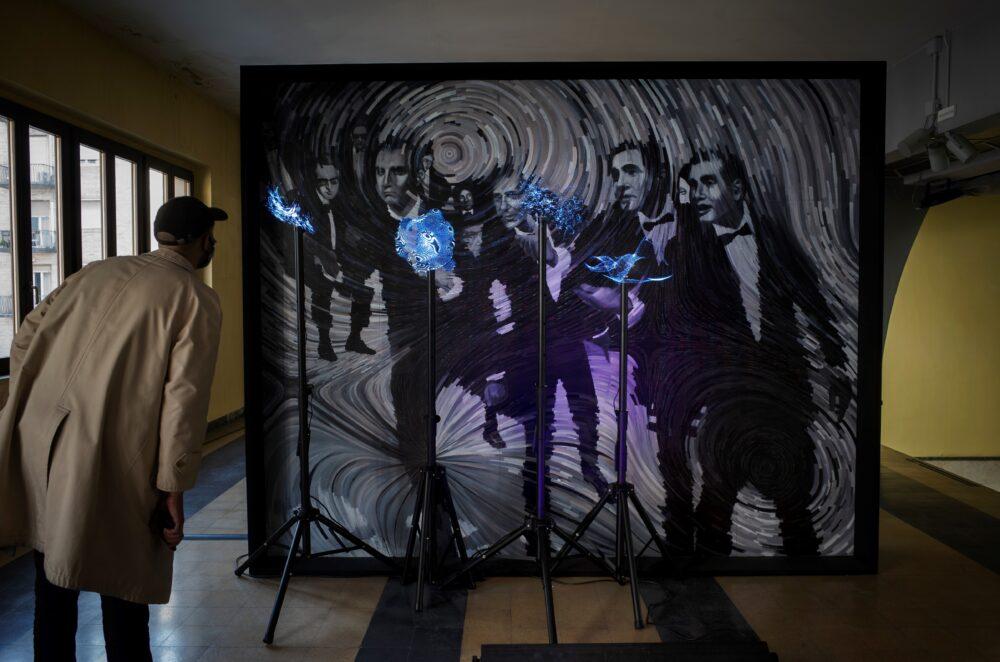 Presentatori di presenza (pulviscoli Eraclitei), Installation view Impenetrabile, Video Art Sound, Piscina Cozzi 2020, Courtesy Giulio Frigo