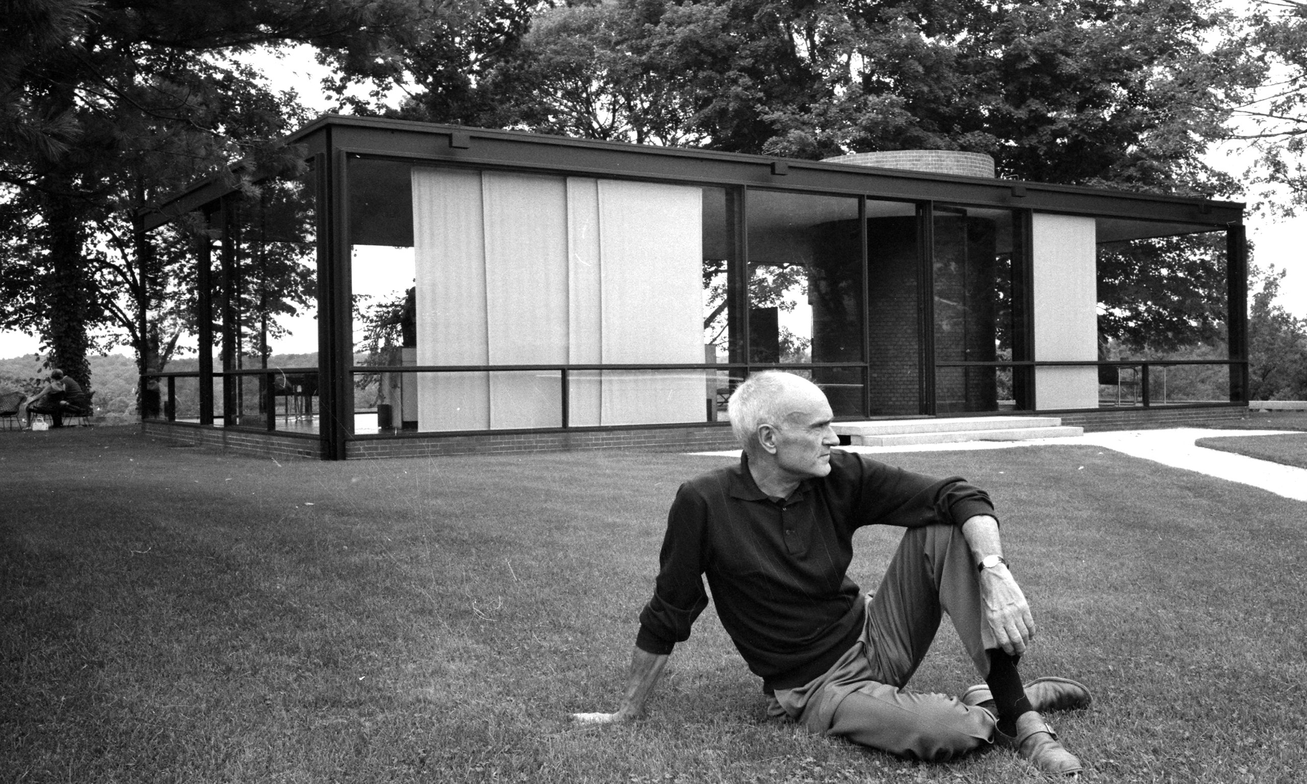 Cancellare Philip Johnson. Artisti e accademici contro l'architetto per il suo passato filo-nazista