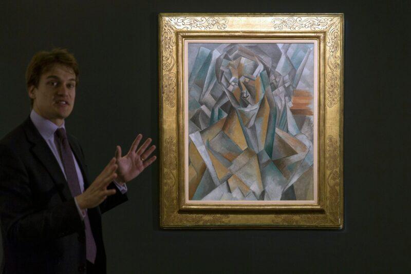"""La Femme Assise' di Picasso (""""Donna seduta"""") nel 2016 da Sotheby's, dove ha venduto per 63,5 milioni di dollari. In 1973, il sig. Solow ha acceso una guerra transatlantica di offerta per vincere il lavoro cubista per $816.000, allora un record per un lavoro di ventesimo secolo"""