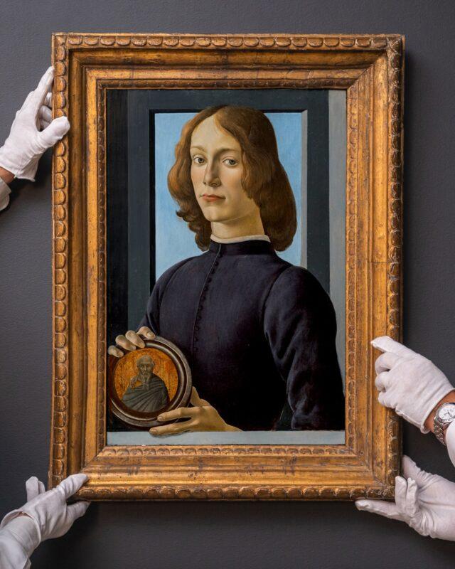 Ritratto di un giovane uomo con medaglia, dipinto di Sandro Botticelli, dal prezzo stimato più di 80 milioni di dollari. Sarà venduto all'asta da Sotheby's il 28 gennaio