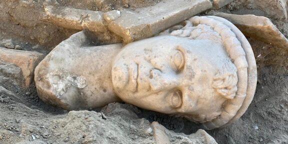 Testa di marmo sacerdote Laodicea