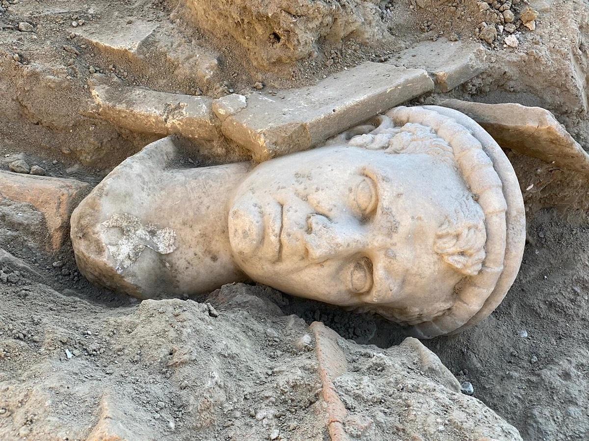 Turchia. Ritrovata la testa in marmo di un sacerdote risalente a 2.000 anni fa