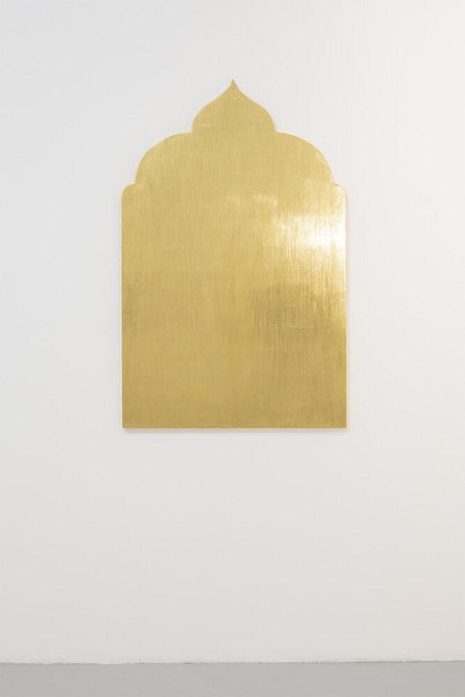 Paolo Canevari, Monumenti della Memoria (Golden Works), 2019, foglia d'oro su legno, 140 x 90 cm. Ph. Agostino Osio