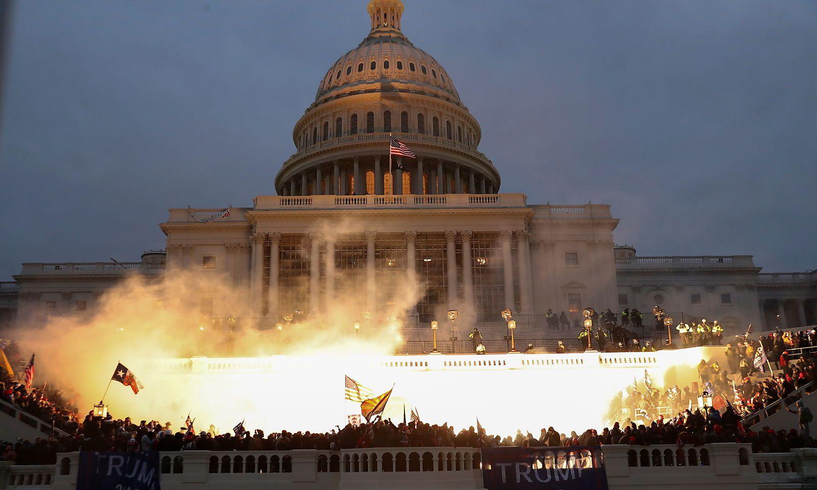 Le reazioni del mondo dell'arte al tentativo di colpo di stato a Washington e all'ipocrisia della polizia
